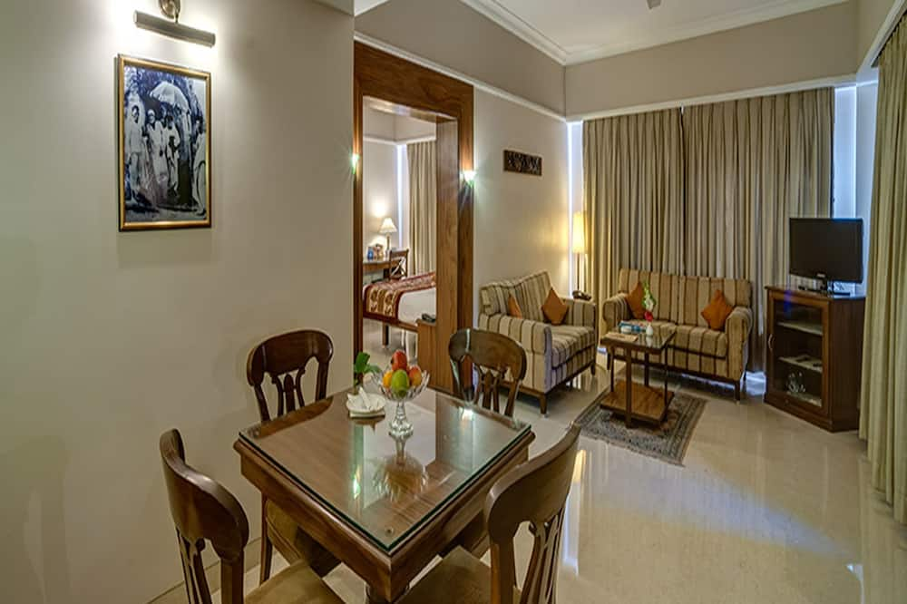 Pelican Suite (Suite with City View) - Living Area