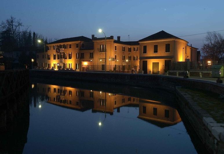 Hotel Riviera dei Dogi, Mira, Hotel Front – Evening/Night