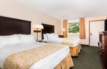 A(z) Brookwood Inn hotel fényképe itt: Branson