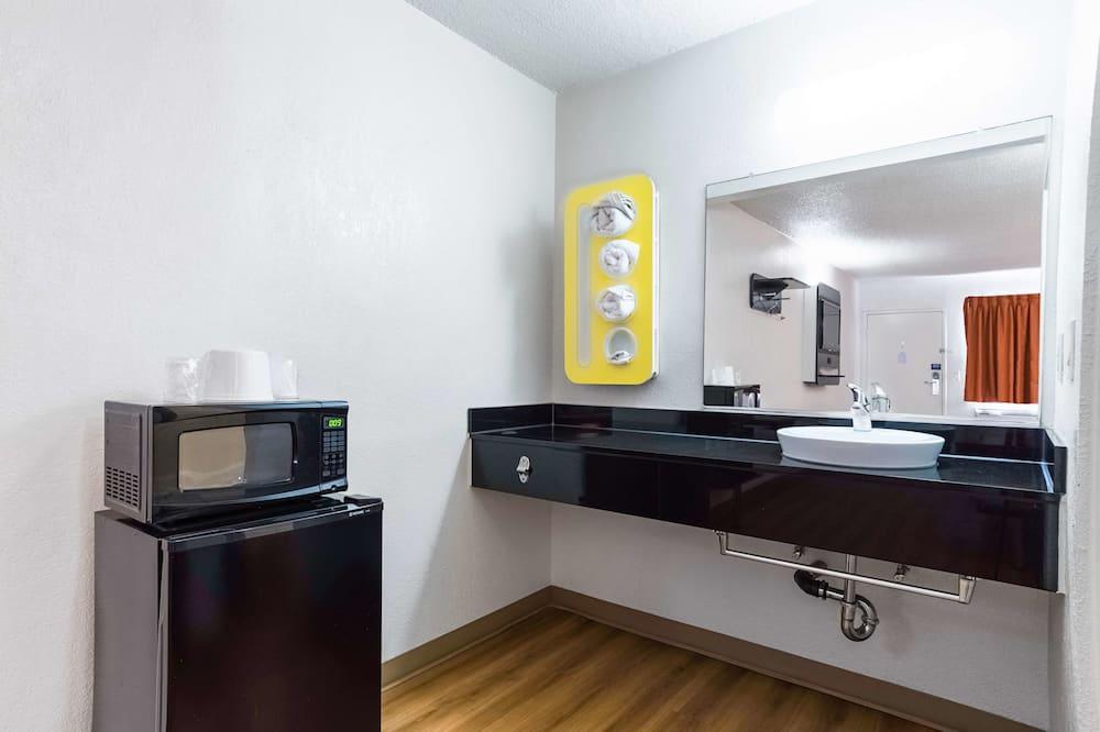 Standard-huone, 2 keskisuurta parisänkyä, Tupakointi kielletty - Kylpyhuone