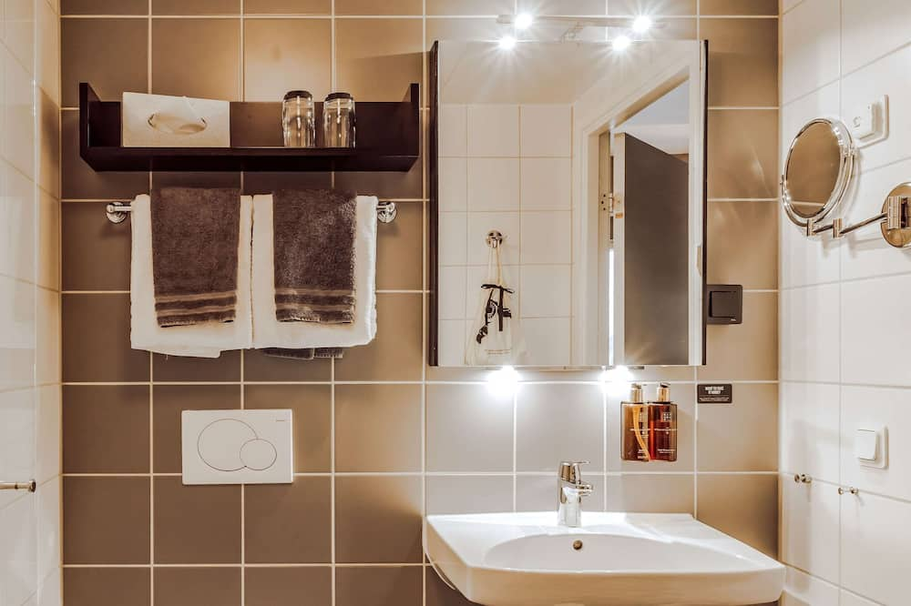 Superior Double Room (Includes a light evening meal) - Bathroom