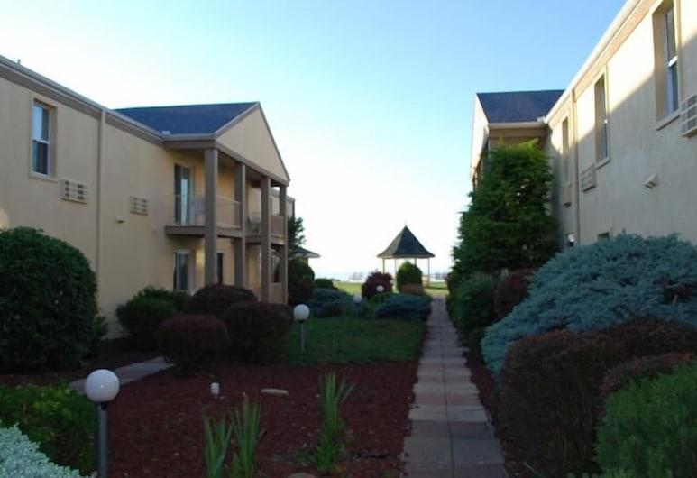 Clinton Inn And Suites, Port Clinton