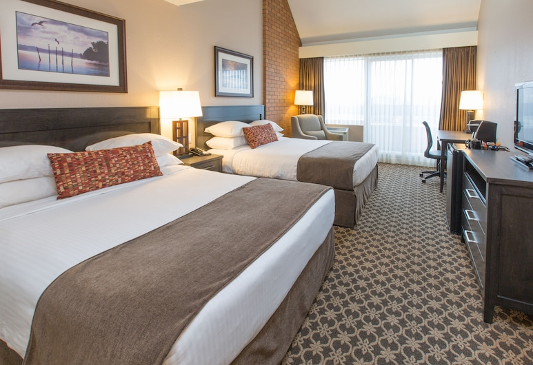 Embassy Inn, Victoria, Family Suite, 2 Queen Beds, Guest Room