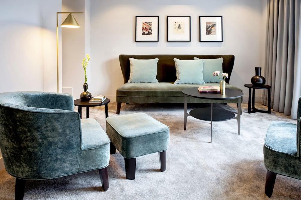 Pillows Suite - Living Area