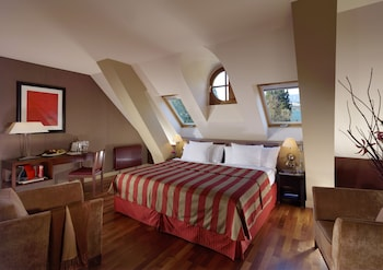 Introduce sus fechas y vea precios de hoteles última hora en Ginebra