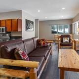 Suite, flere senger, ikke-røyk (Two-Bedroom, Cedar Haus) - Stue