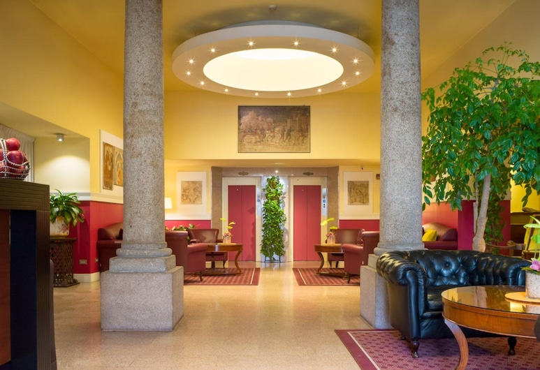 Hotel Gran Duca Di York, Милан, Вход в отель