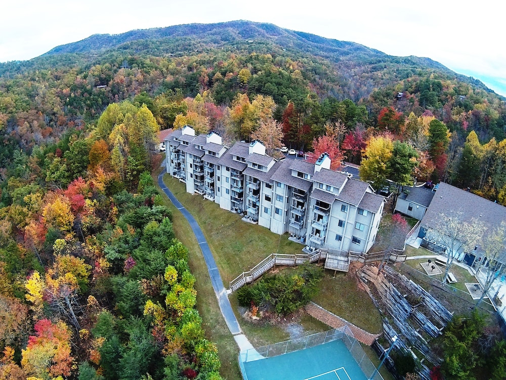 Picture Of Deer Ridge Mountain Resort In Gatlinburg