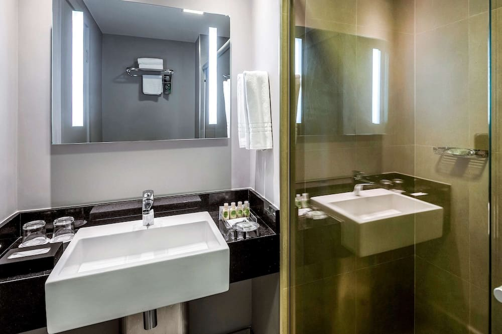 Executive Room, 1 Queen Bed - Bathroom