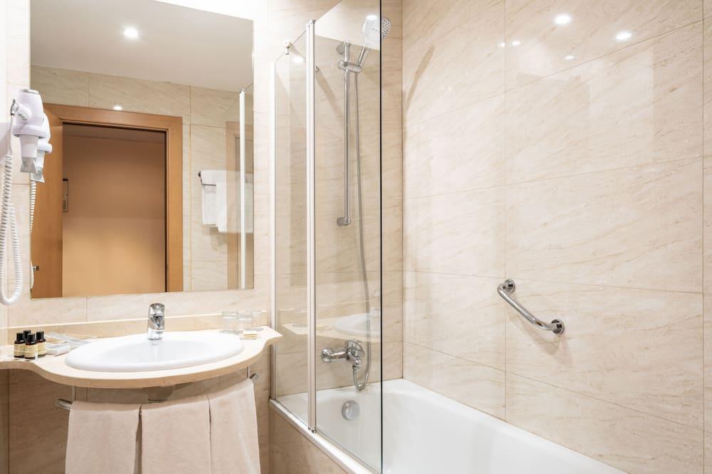 Háromágyas szoba (2 Adults + 1 Child) - Fürdőszoba