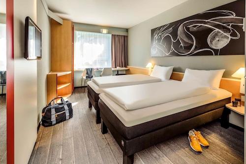 布雷根茨宜必思酒店/