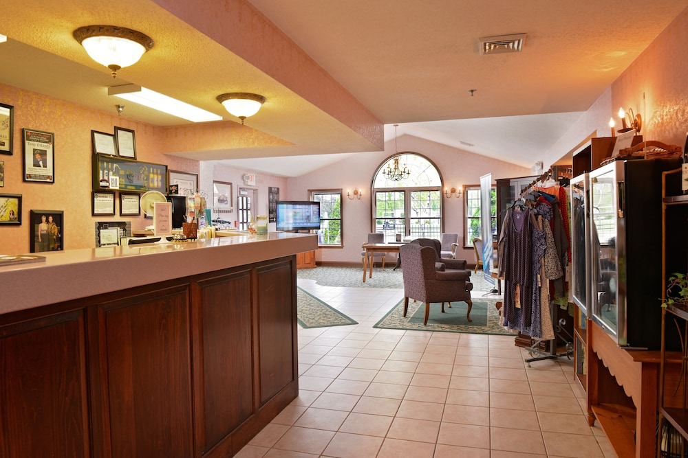 Our Guest Inn And Suites Downtown Port Clinton Reception