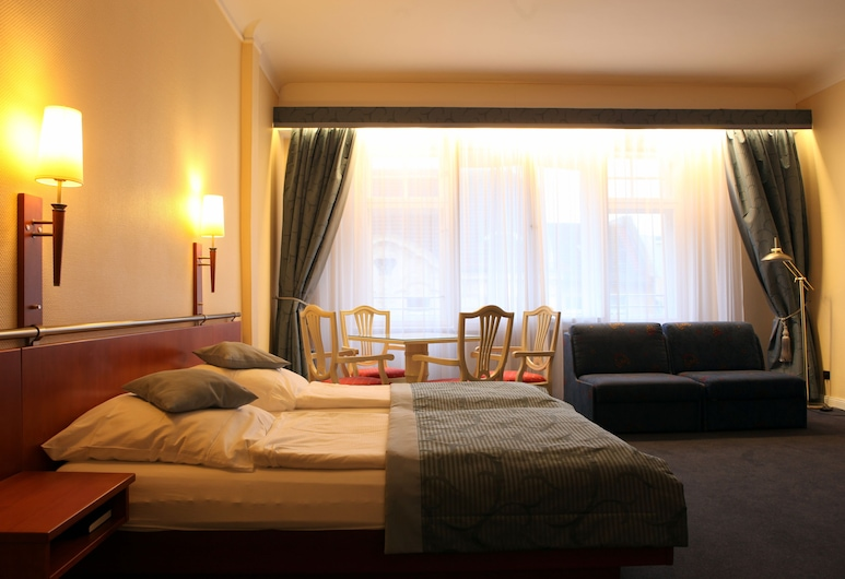 Kurfürst am Kurfürstendamm, Berlin, Quadruple Room, Guest Room