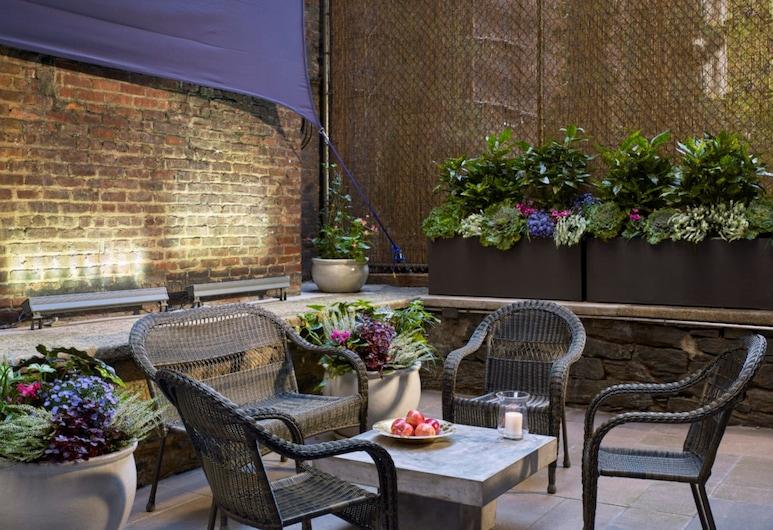 Seton Hotel, New York, Courtyard