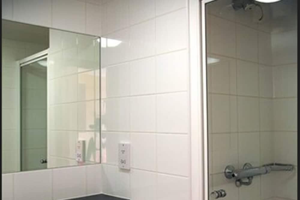 Одноместный номер, смежные ванная комната и спальня - Ванная комната