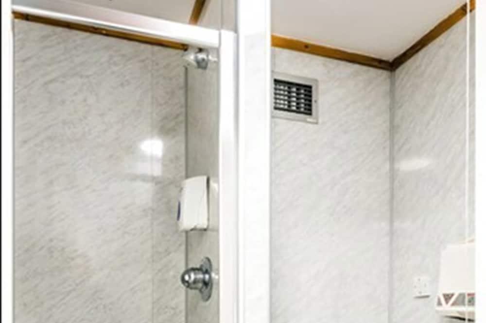 Номер с 2 односпальными кроватями, смежные ванная комната и спальня - Ванная комната