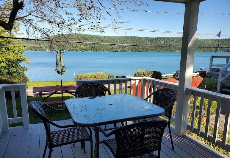 Lake View Motel, Cooperstown, Standardhytte - søudsigt, Terrasse/patio