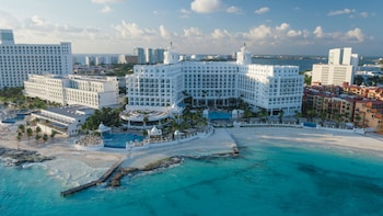 Choose This Luxury Hotel in Cancun