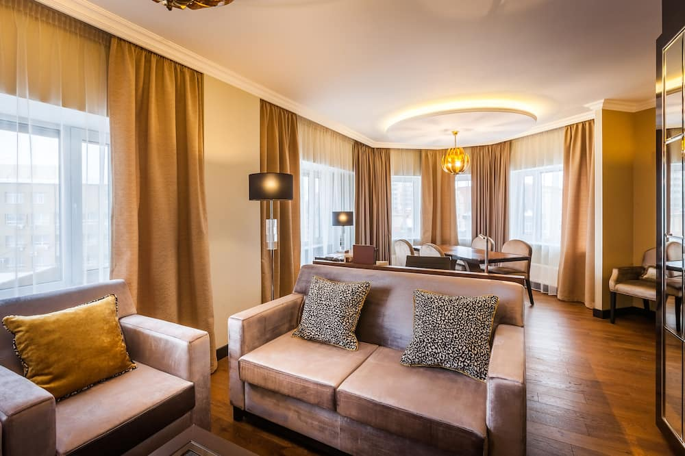 Executive Suite, 1 King Bed, Business Lounge Access - Guest Room