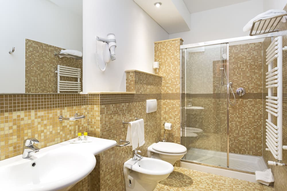 Стандартный трехместный номер, для некурящих - Ванная комната