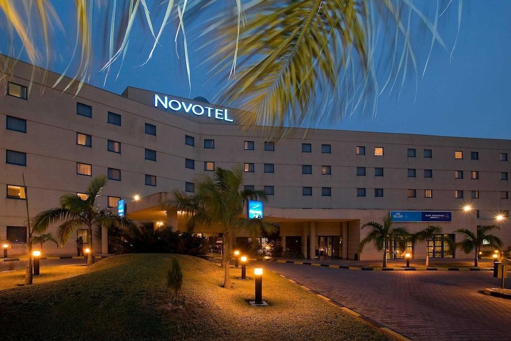 https://exp.cdn-hotels.com/hotels/2000000/1100000/1090700/1090687/6683c530_z.jpg
