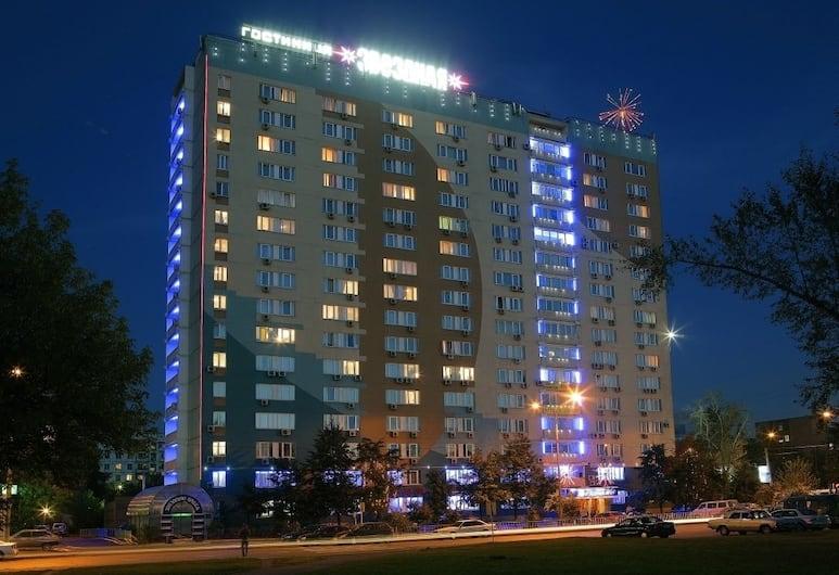 Hotel Zvezdnaya, Moskwa, Z zewnątrz