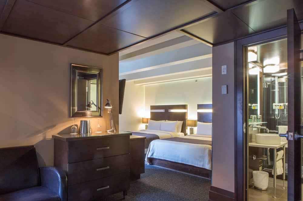 Junior Studio Suite, 2 Queen Beds - Guest Room