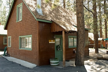 Picture of Golden Bear Cottages in Big Bear Lake