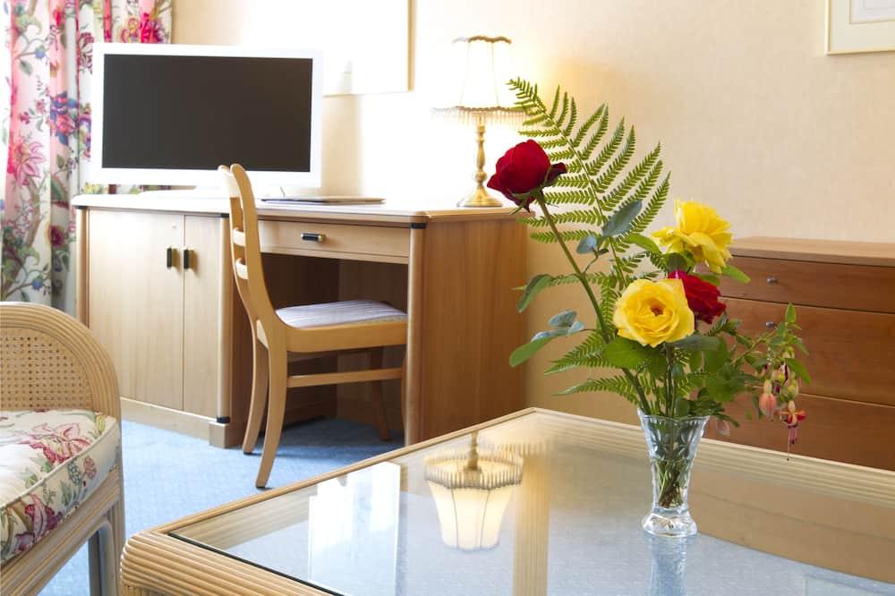 Standard Üç Kişilik Oda - Oturma Alanı