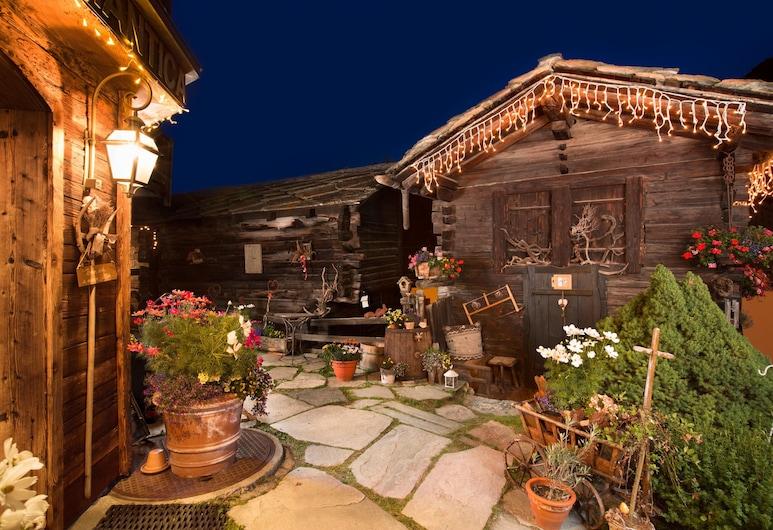 Hotel Romantica, Zermatt, Traditional-Ferienhaus, Annex (Stadel - low ceiling 1,80m), Zimmer