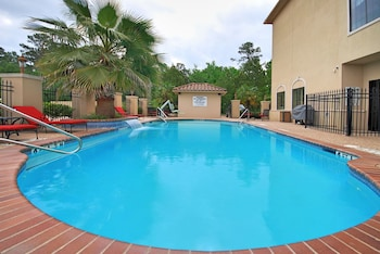 Picture of Best Western Plus Crown Colony Inn & Suites in Lufkin