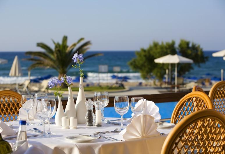 Ξενοδοχείο Pilot Beach Resort, Αποκόρωνας, Γεύματα σε εξωτερικό χώρο