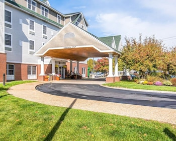 15 Closest Hotels To University Of New Hampshire Unh In Durham