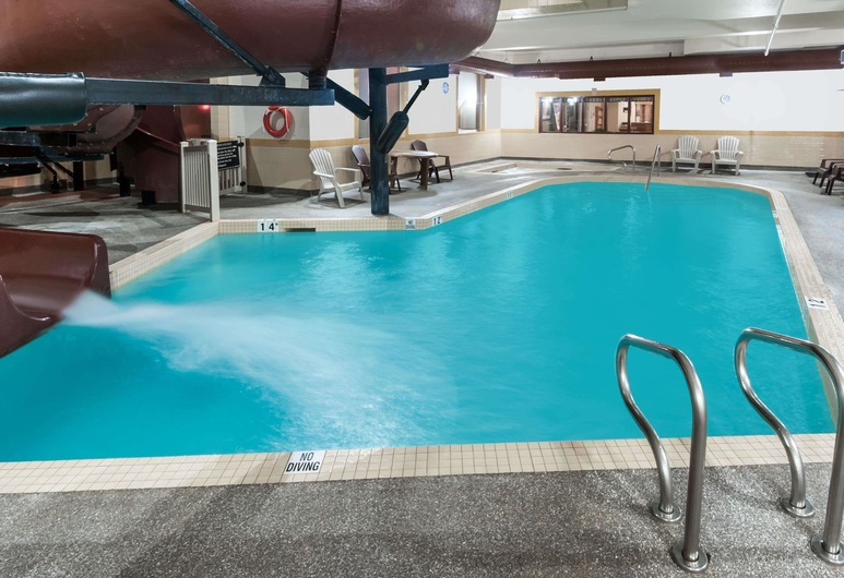 Ramada by Wyndham Airdrie Hotel and Suites, Airdrie, Badrum