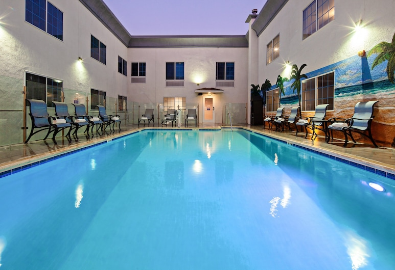Holiday Inn Express Hotel & Suites Hollywood Walk of Fame, an IHG Hotel, Los Angeles, Pool