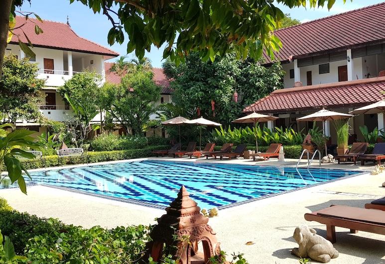 Karinthip Village, Chiang Mai, Pool