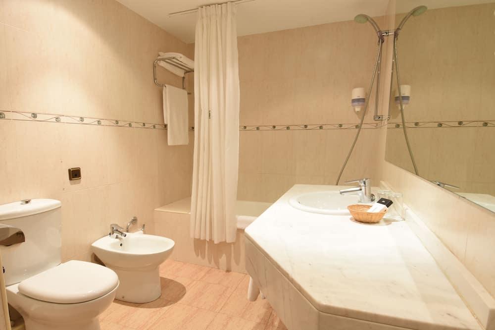 Superior Double Room (Familiar 2 adults + 1 child) - Bathroom
