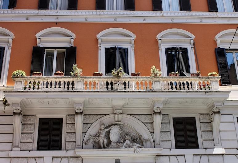 Hotel Seiler, Roma, Otelin Önü