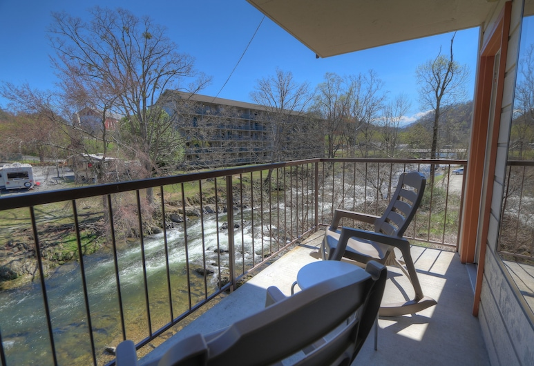 Creekstone Inn, Pigeon Forge, Standard Room, River View, Balcony