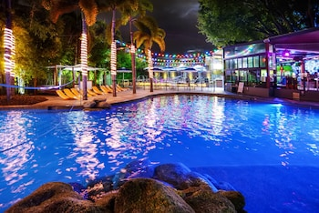 Picture of Gilligan's Backpackers Hotel & Resort in Cairns