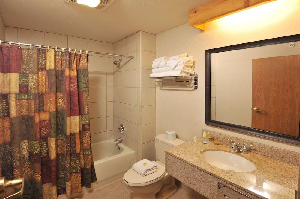Huone, 2 keskisuurta parisänkyä - Kylpyhuone