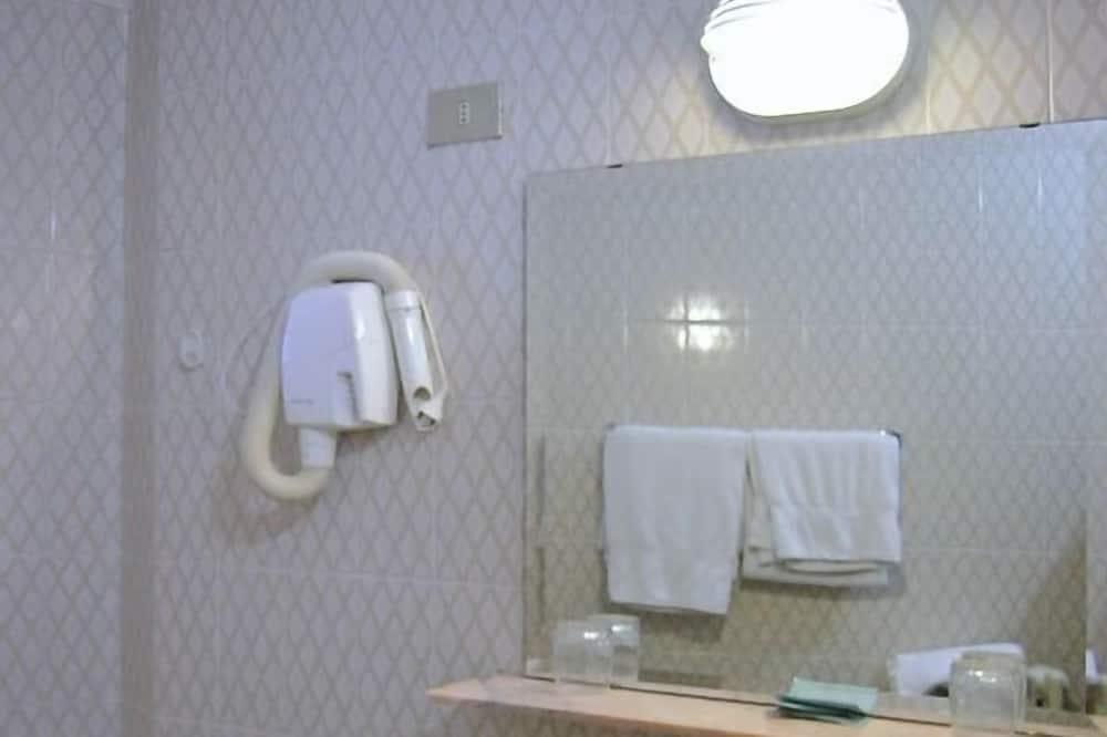 Jednolôžková izba - Umývadlo v kúpeľni