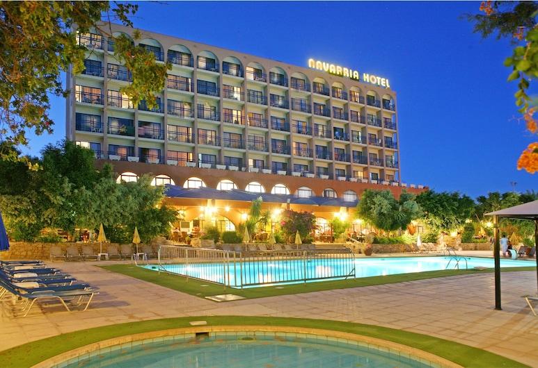 納瓦里拉飯店, 利馬索, 飯店正面