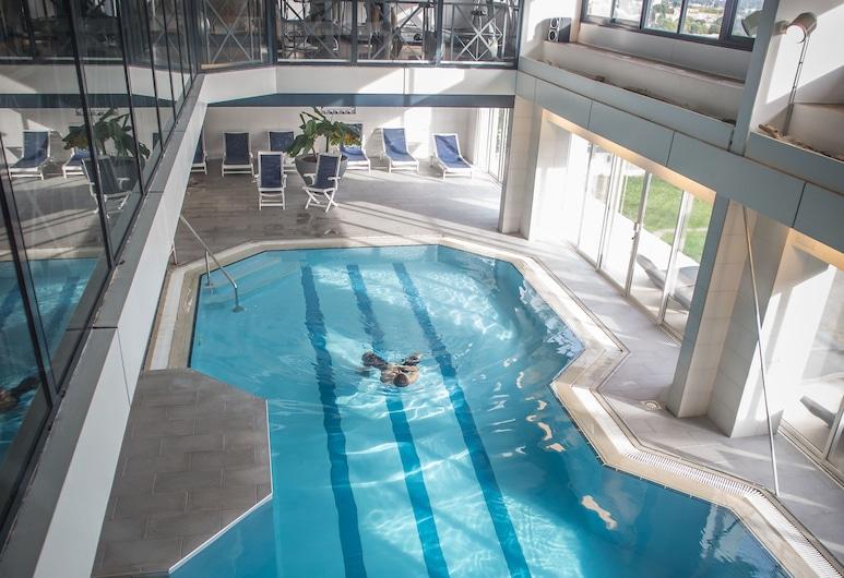 瓦岱勒溫泉飯店, Nîmes, 室內游泳池