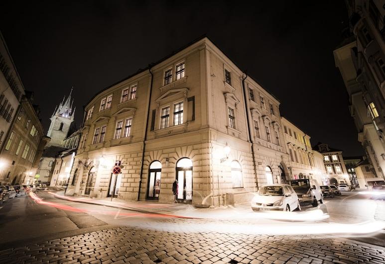 Hotel Metamorphis, Praha, Pohľad na hotel – večer/v noci