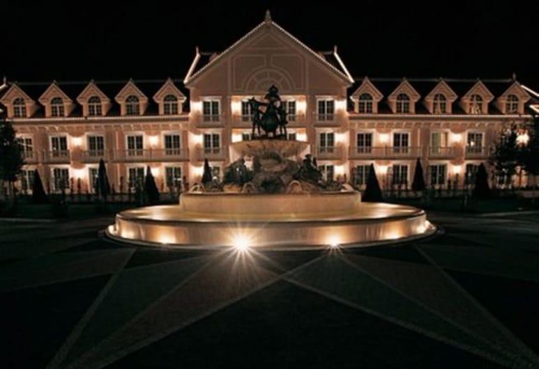 Gardaland Hotel, Castelnuovo del Garda, Viesnīcas priekšskats vakarā/naktī