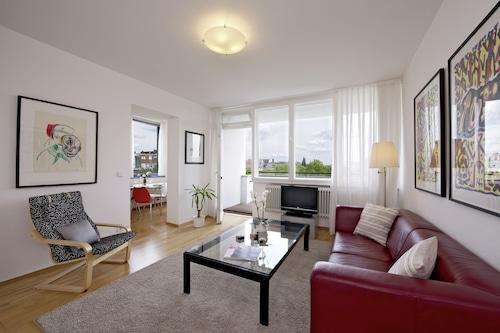 藝術公寓套房飯店/