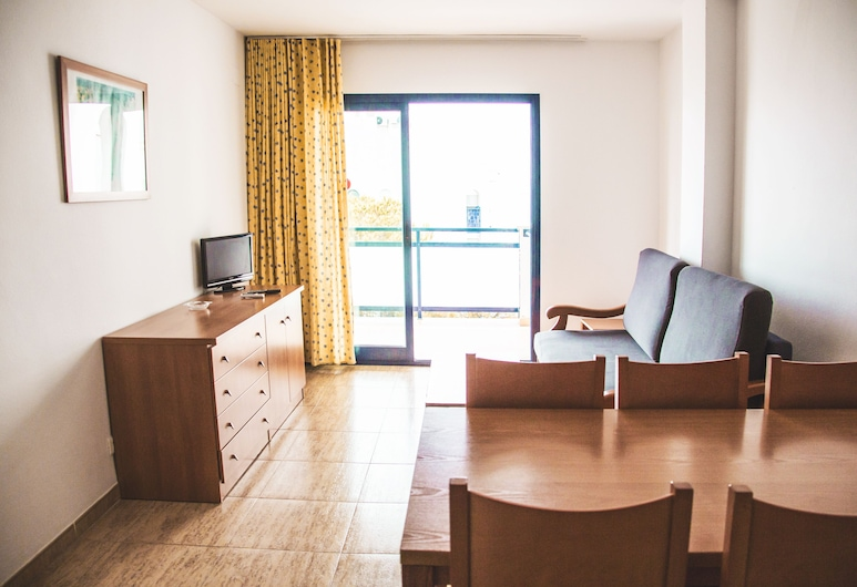 Pins Platja Apartments, Cambrils, Apartment (for 6 people), Room