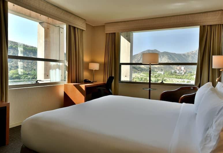 Holiday Inn Express Santiago Las Condes, Santiago, Room, 1 King Bed, Non Smoking, City View, Guest Room