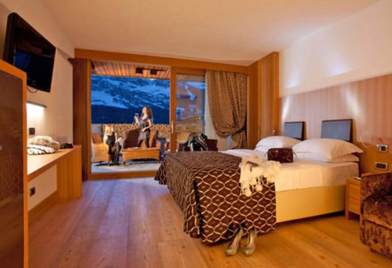 阿拉斯加科爾蒂納飯店, 柯提納安培佐, 高級三人房, 山景, 客房